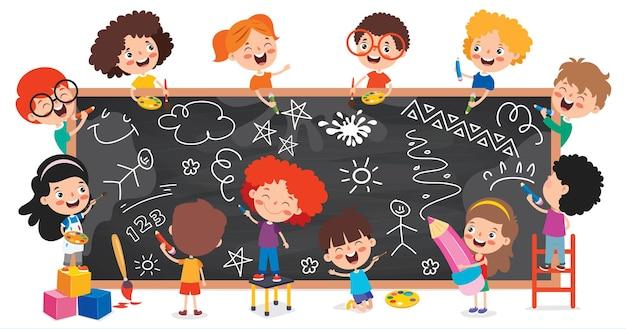 Lustige kinder, die auf tafel zeichnen