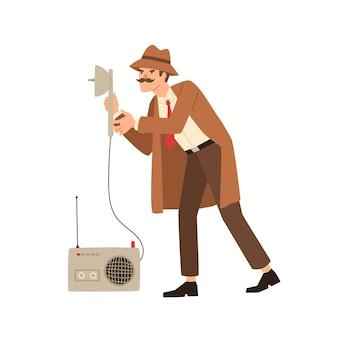 Lustiger privatdetektiv lauscht mit spionageausrüstung, isoliert auf weiss. männlicher cartoon-geheimagent mit schnurrbart, der verbrechen löst, die flache illustration des abhörwerkzeugvektors halten. netter spionagemann.