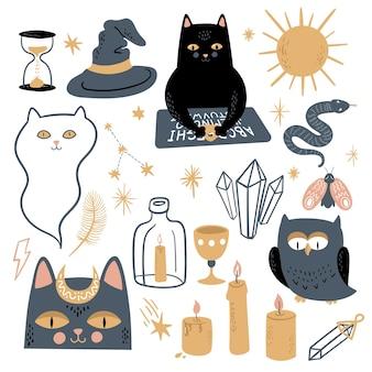 Lustiger vektorzaubersatz. symbole für hexerei und okkultismus: schwarze katze, ouija-brett, mond, kristalle, sterne, kerzen, geist, eule, schlange, motte, sonne. handgezeichnete illustration, flach- und cartoon-stil.