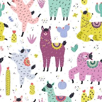 Lustiges nahtloses muster mit niedlichen lamas und kakteen. kreativer hintergrund mit alpaka und kakteen im skandinavischen stil. hand gezeichnete elemente für kinderdesign. trendige illustration