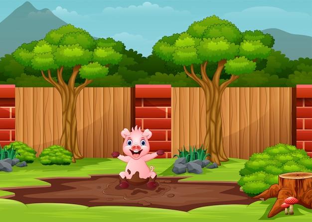 Lustiges schwein, das im schlamm spielt