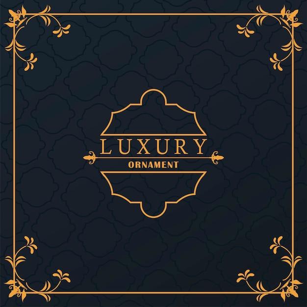 Luxuriöser goldener rahmen mit viktorianischem stil im schwarzen hintergrund