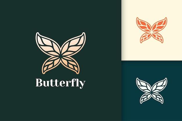 Luxuriöser und abstrakter schmetterling mit blattgoldflügel für schönheitspflege oder gesundheit