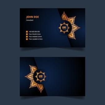 Luxus visitenkartenschablonenentwurf mit goldenem arabeskenmandalahintergrund