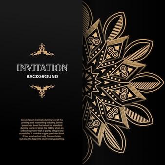 Luxusgoldmandala-einladungskarte mit schwarzem hintergrund