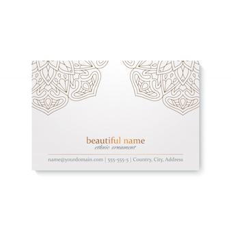 Luxusvisitenkarteschablone mit ethnischer art-, weißer und goldenerfarbe