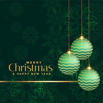 Luxusweihnachtsgruß mit grünen weihnachtsbällen