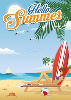 Mädchen, das am strand im sommer ein sonnenbad nimmt