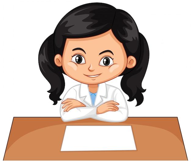Mädchen, das auf schreibtisch auf weiß sitzt