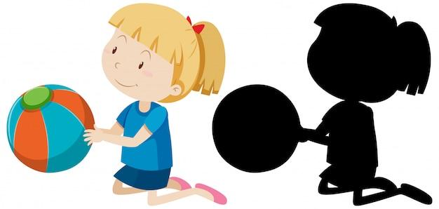 Mädchen, das den ball mit seiner silhouette hält