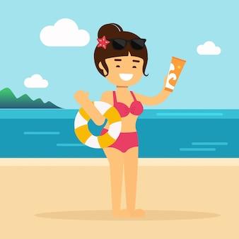 Mädchen, das eine flasche lichtschutzlotion an den strandsommerferien hält