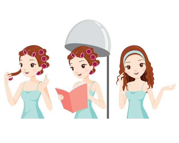 Mädchen, das sich im friseursalon entspannt und ihr haar für lockiges haar dämpft
