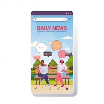 Mädchen, die zeitung lesen, die tägliche nachrichten während des treffens im kommunikationskonzept der park-chat-blase diskutieren. smartphone-bildschirm in voller länge kopie raum illustration