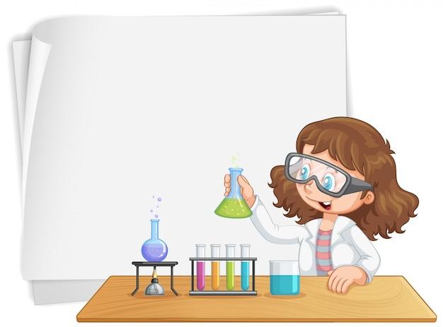 Mädchen im laboranmerkungshintergrund copyspace