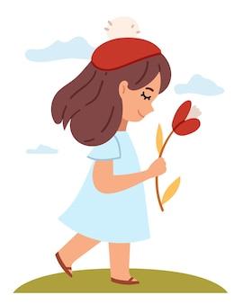 Mädchen mit einer blume in einer roten baskenmütze