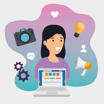 Mädchen mit laptoptechnologie und sozialmitteilung