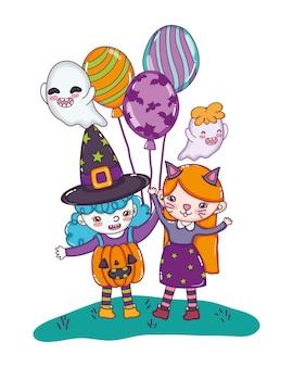 Mädchen mit lustigen kostümen mit luftballons und geistern