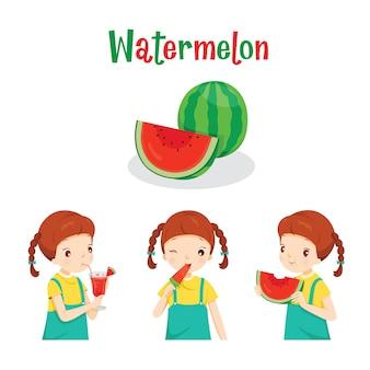 Mädchen mit wassermelonenfrucht, saft, eis und briefen, tropischen früchten, gesundes essen