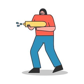 Mädchen spritzt und spielt mit wasserpistole. erfrischendes sommer-outdoor-aktivitätskonzept