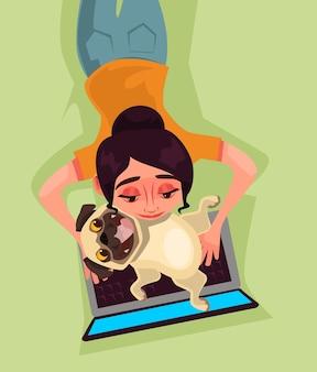 Mädchenfrau charakter, der spielt auf laptop mit hundewelpenwanze spielt. liebe tier und modernes technologiekonzept. karikatur