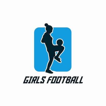 Mädchenfußball mit fußballspieler, der flache illustration des jonglierballs tut