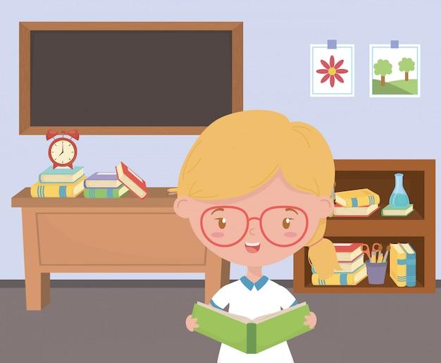 Mädchenkind in der schule im klassenzimmer