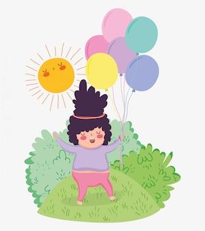 Mädchenspiel mit ballonen und sonne in den büschen