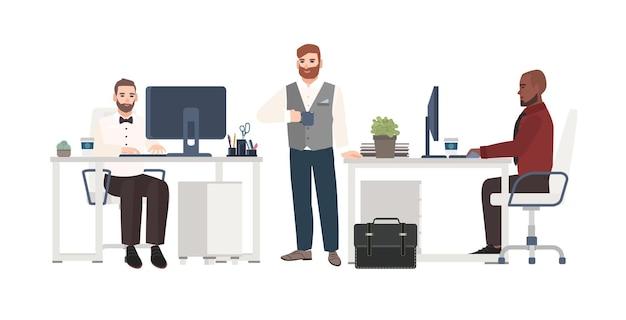Männer in geschäftskleidung, die im büro arbeiten. männliche zeichentrickfiguren stehen, trinken kaffee und sitzen an schreibtischen mit computern