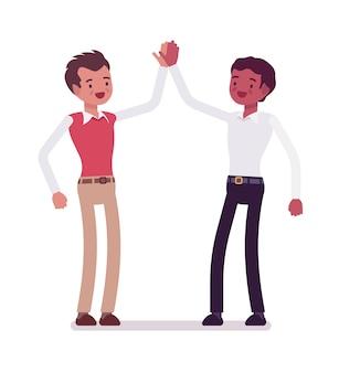 Männliche angestellte geben high five
