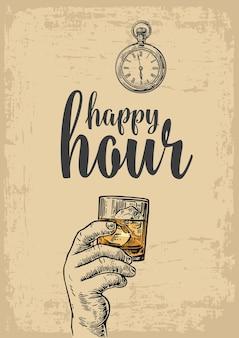 Männliche hand, die ein glas mit whisky- und eiswürfelgravur für das etikettenplakatmenü hält
