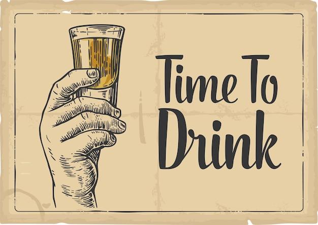 Männliche hand, die einen schuss alkoholgetränk-gravur-stil-vektorillustration hält zeit zu trinken