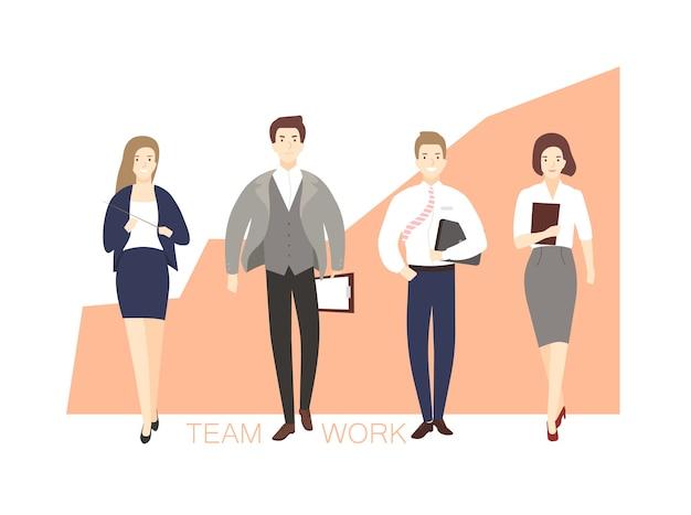 Männliche und weibliche büroangestellte, die gegen aufsteigende grafik gehen