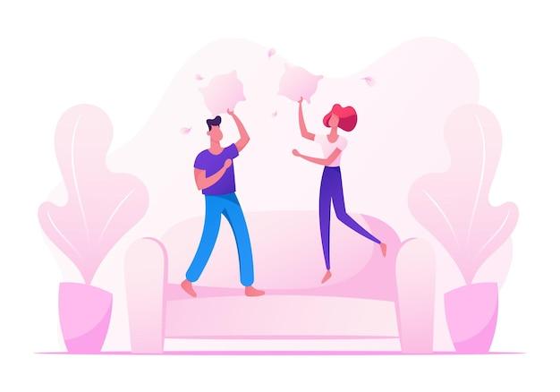 Männliche und weibliche charaktere springen auf sofa und kämpfen mit kissen
