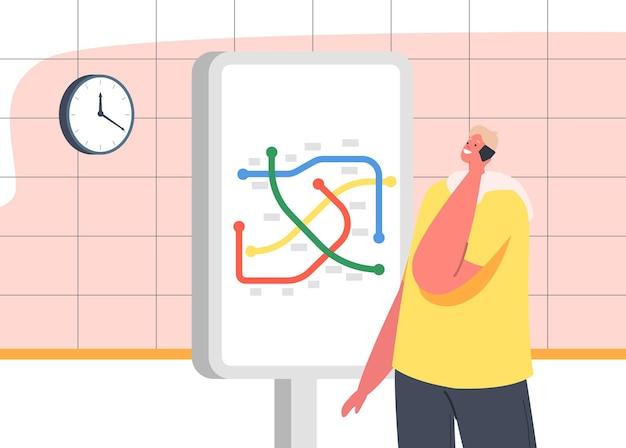 Männlicher charakter, der mit dem smartphone spricht, steht an der u-bahn-karte in der u-bahn-station. mann auf u-bahnsteig wartenden zug