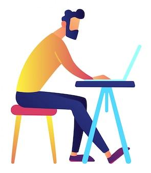 Männlicher it-spezialist, der am laptop an der schreibtischvektorillustration arbeitet.