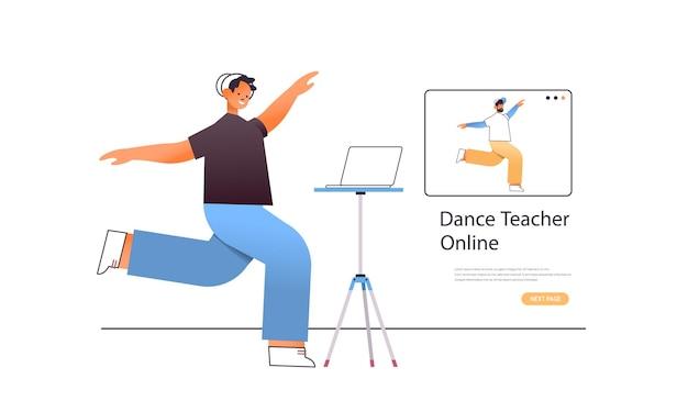 Männlicher tänzer, der tanzübungen macht, während er online-video-trainingsprogramm mit tanzlehrer-training sieht