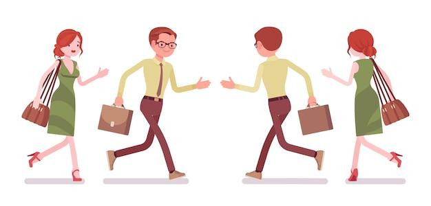 Männlicher und weiblicher angestellter laufen