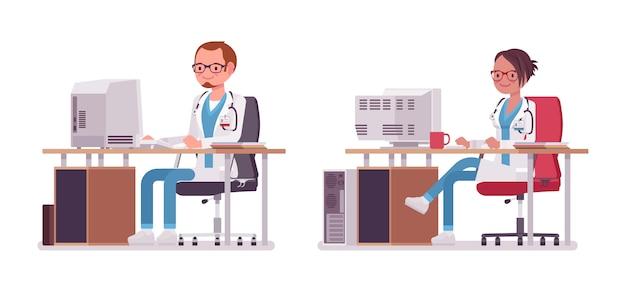 Männlicher und weiblicher arzt, der am schreibtisch mit computer arbeitet. menschen in krankenhausuniform sms. medizin- und gesundheitskonzept. stilkarikaturillustration auf weißem hintergrund