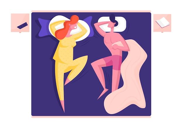 Männlicher und weiblicher charakter des jungen familienpaares, das auf bequemem bett schläft