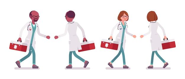 Männlicher und weiblicher laufender doktor