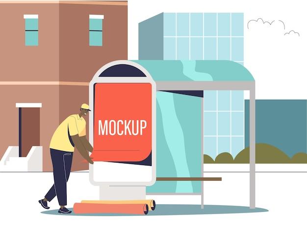 Männlicher werbeagenturangestellter, der ein werbeplakatmodell am busbahnhof aufstellt. urbanes außenwerbungs- und straßenmarketingkonzept. flache vektorillustration der karikatur