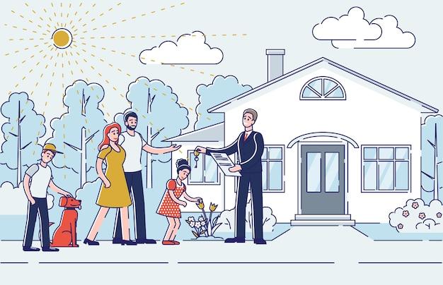 Makler geben schlüssel vom neuen haus zur familie