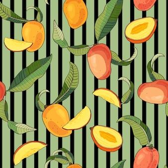 Mango. nahtloses muster mit gelben und roten tropischen früchten und stücken auf grünem gestreiftem hintergrund. helle sommerillustration.
