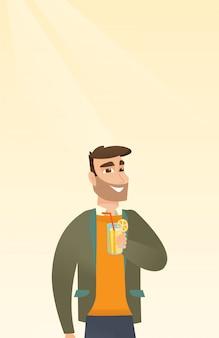 Mann, der cocktail trinkt