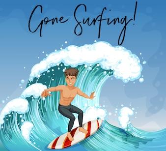 Mann, der in Ozean surft