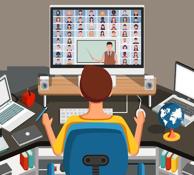 Mann, der lektion online ansieht und studiert, wie er zu hause an seinem schreibtisch sitzt. junger student, der notizen macht, während er computerbildschirm betrachtet.