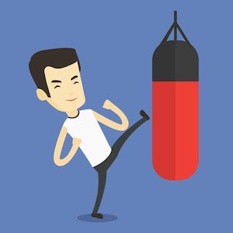 Mann, der mit boxsack trainiert.