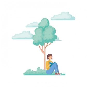 Mann, der mit buch in der landschaft mit bäumen und anlagen sitzt