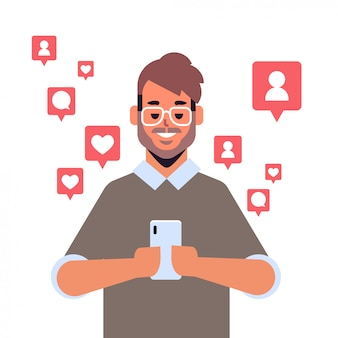 Mann, der mobile anwendung auf smartphone-benachrichtigungen mit likes, followern, kommentaren, digitalem suchtkonzeptporträt des sozialen mediennetzes verwendet