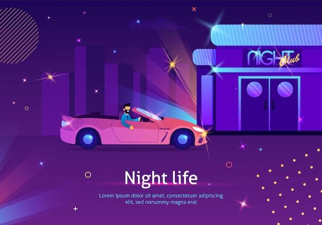 Mann, der rotes cabriolet zum glänzenden nachtclub fährt.